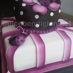 torta mariquitas moradas